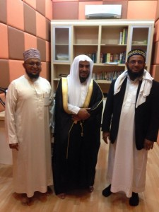 Bersama FADHILATUSY SYAIKH ABDUL KARIM AL- JARULLAH hafidhahullah (anggota Ad-Dakwah Wal Irsyad Kementerian Agama Kerajaan Saudi Arabia dan juga direktur Ma'had Tahfidhul Qur'an di kota Mekkah) dan Ustadz Farhan bin Thalib hafidhahullah, di Studio RDI (Radio Dakwah Islamiyyah) 100,5 FM.