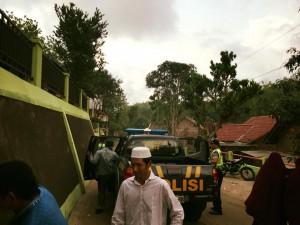 Polsek Panggang (sekitar lima personel) yang membantu mengatur lalu lintas saat kajian.